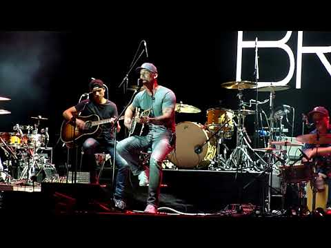 Brett Young - 'Sleep Without You' - Manchester 04/10/17