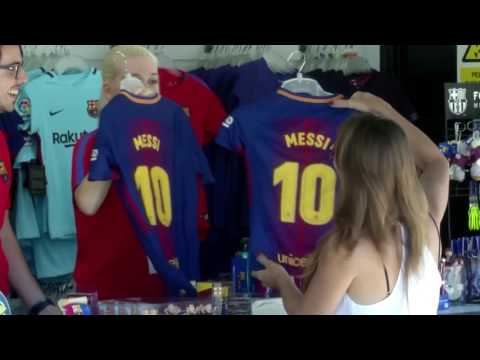 Barca fans rejoice over Messi contract