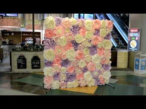 Стена из цветов в ТРК Атмосфера