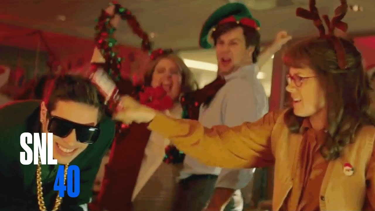 Office Christmas Party (Amy Adams) - SNL - YouTube