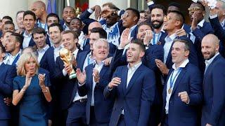 Возвращение чемпионов: в Париже встретили сборную по футболу…