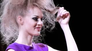 Вечерние прически на длинные волосы(Вечерние прически на длинные волосы от маэстро длинных волос Патрика Кэмерона. Еще прически http://volosyikrasota.ru..., 2012-06-26T10:07:35.000Z)