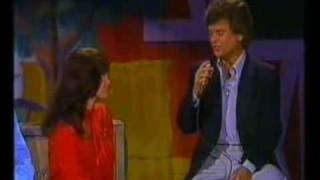 Download Conway Twitty & Loretta Lynn - Hello Darlin' [Live] MP3 song and Music Video