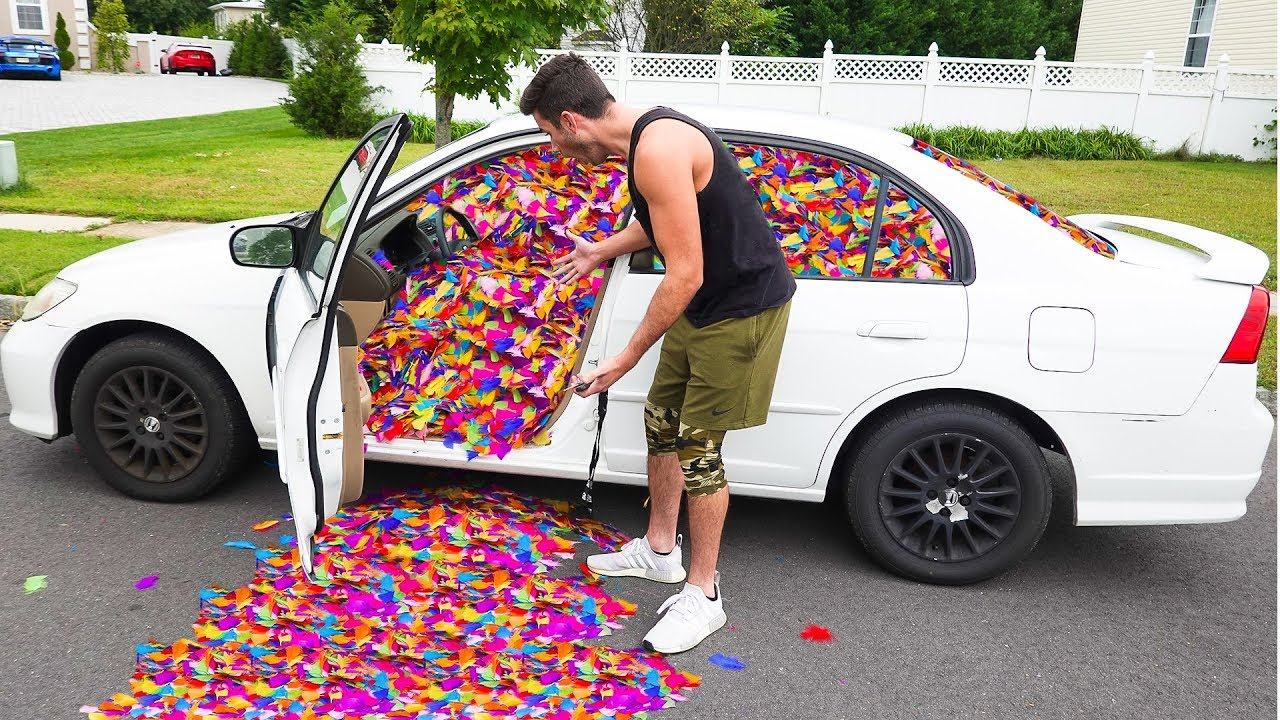 100-000-feathers-in-friends-car-prank