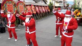 聖誕老公公跳騎馬舞