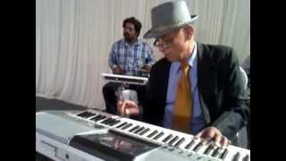 Diwana Hua Baadal : Kashmir Ki Kali (1964) : performed by COL CHAKRAVARTI - Keyboard Artiste