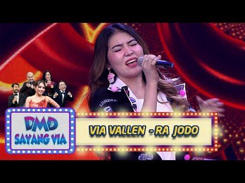 Via Vallen Sangat Menghayati Saat Menyanyikan Lagu [RA JODO] - DMD Sayang Via (30/10)