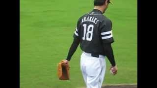 新垣選手の投球練習です。場所は由宇球場です。