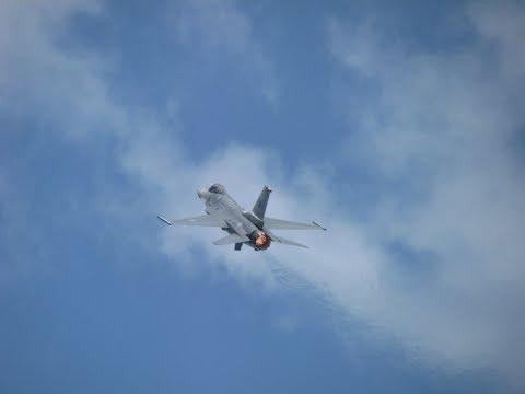 F-15 - F-16 - F-22 LOUD Performances at Oshkosh air show 2018