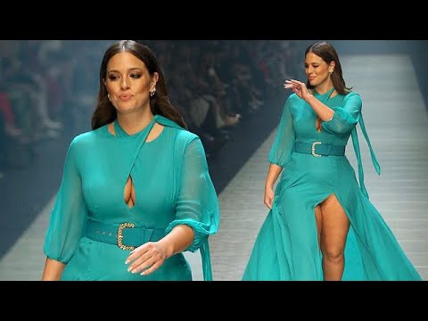 Ashley Graham's Malfunction on the runway. http://bit.ly/2HOChP6