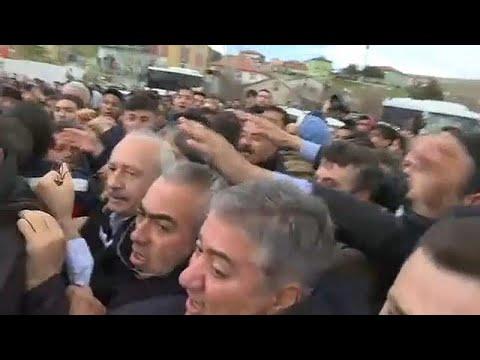 شاهد لحظة الاعتداء على زعيم حزب الشعب الجمهوري المعارض في تركيا…  - 16:53-2019 / 4 / 21