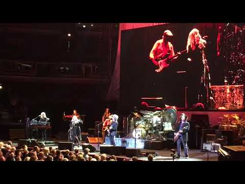 Fleetwood Mac  Second Hand News  Chicago United Center  10/6/18