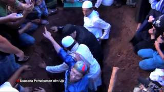 Video Pemakaman Uje Diiringi Ribuan Jemaah download MP3, 3GP, MP4, WEBM, AVI, FLV Oktober 2018