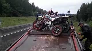 На Урале 13-летний школьник на мотоцикле для мотокросса столкнулся с фурой