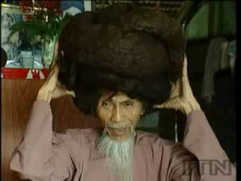 World record:Old man has 20 feet long hair!! - Ong gia Vietnam co toc 20 feet dai!!