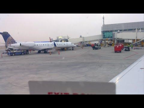 4K UHD DAL United ERJ-135 Pushback Taxi Take Off Dallas Love Field Express