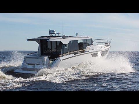 Морской каютный катер Aquador 35 AQ | Видеообзор и тесты на воде.