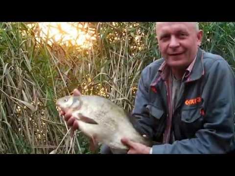Рыбалка в плохую неустойчивую погоду на реке фидером.