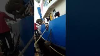 Detik2 efakuasi meledaknya kapal tengker di ambon/maluku/21-4-2017.sekitar jam 4 sore