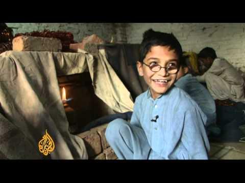 Dark side of Pakistan bangle industry