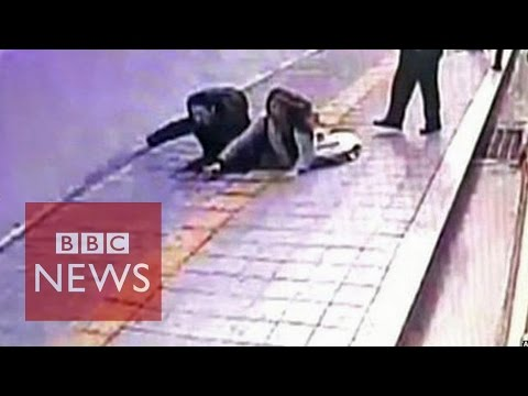 Video: Sinkhole in South Korea 'swallows' 2 pedestrians - BBC News