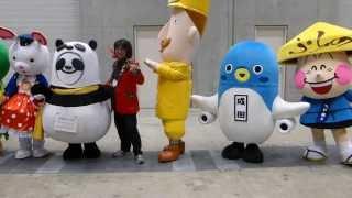 2014年2月2日東京ビックサイトで開催された「タビカレ学園祭」(2日目)メインステージ(ご当地プレゼンステージ)での ご当地キャラクター じゃんけんバトル終了後の集合 ...