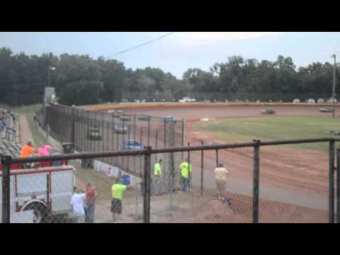 11 year old jordan fowler golden isles speedway 8-9-14 heat race video from stands
