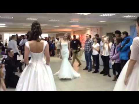 Действительное, важнейший момент при подготовке ко дню бракосочетания – это купить свадебное платье в твери. То единственное и неповторимое, которое столько раз возникало в сознании, появлялось в счастливых снах и лелеялось в осторожных девичьих мечтаньях. Свадебные салоны в твери.