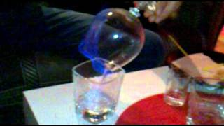 Как правильно пить самбуку !!!(Как правильно пьется самбука ( Molinari) извините за быдлату !!!, 2011-01-10T21:16:03.000Z)