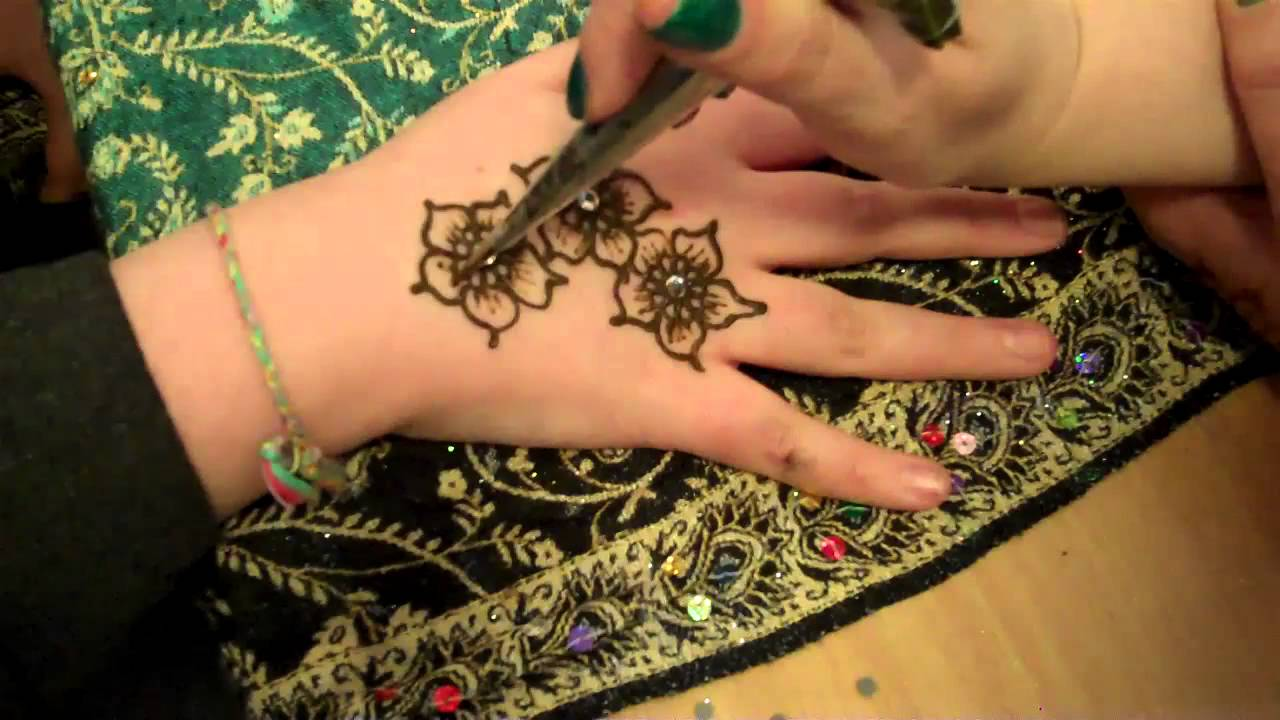 Mehndi Patterns For Small Hands : Hennacat henna demo small hand design indo arabic flowers