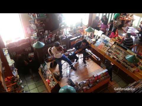 Tocando violín en cafebrería el Péndulo (Condesa, México DF)