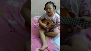 Tự sáng tác tự hát với ukulele