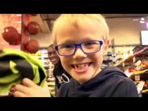 Javon McCrea, ein kleiner Junge und das limegrüne Trikot
