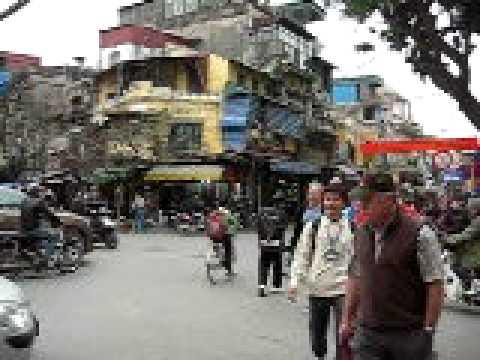 Ngã tư 4 phố Hàng Ngang, Hàng Đào, Hàng Bạc, Hàng Bồ.