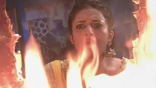 Yeh Hai Mohabbatein 29th May 2015 Ishita Saves Aditya From Fire