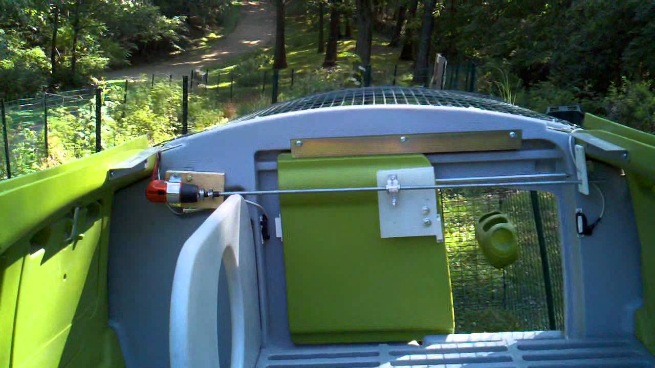 diy eglu chicken coop automatic door opener closer youtube [ 1280 x 720 Pixel ]