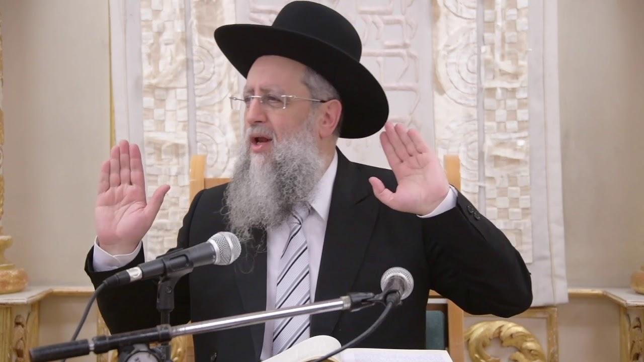 הרב דוד יוסף בעל הלכה ברורה שיעור הילכות מנחה וערבית בערב שבת בבית מדרש יחוה דעת