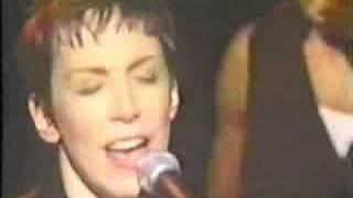 Annie Lennox - Here comes the rain again ( live )