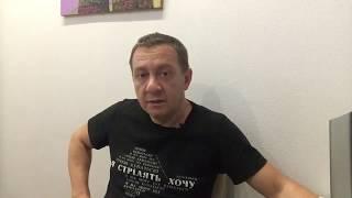 На каждом столбе висит враг Майдана. И улыбается
