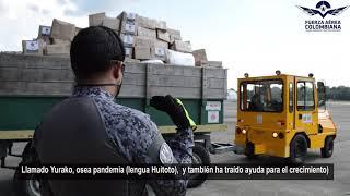 Niños Indígenas Hitotos reciben canastas nutricionales transportadas por su Fuerza Aérea Colombiana
