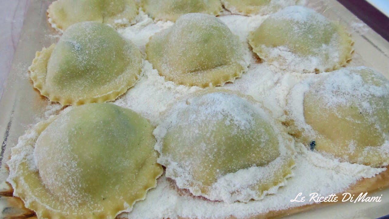 Ricetta Ravioli Sardi Fatti In Casa.Homemade Ravioli Di Ricotta E Spinaci Con Ricotta Fatta In Casa Youtube