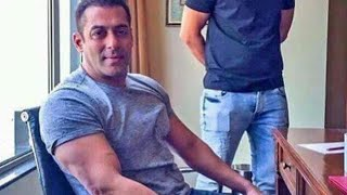 WOW! Salman Khan Flaunts His Huge Biceps At Surat