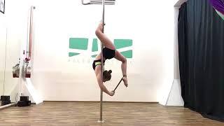 Уроки пол дэнс видео (средний уровень). Затяжка в висе на ближней ноге.