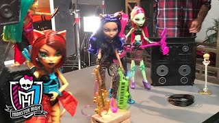 Baixar - Behind The Scenes Of The Monster High Fierce Rocker Photo Shoot Monster High Grátis