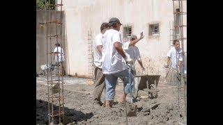 Aprendieron albañilería y construyen para su comunidad