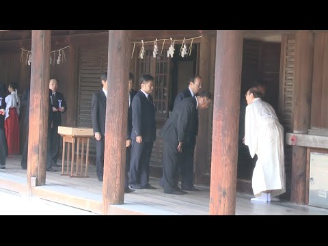 Japan PM Abe Sends Ritual Offering to Yasukuni Shrine on WWII Anniversary
