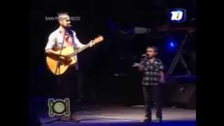 Abel Pintos sube al escenario a un niño y cantan La Llave ...