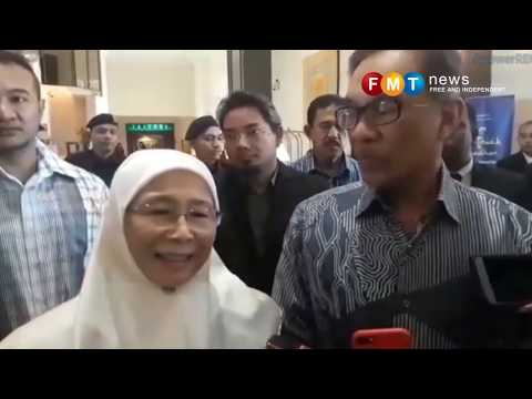 Wan Azizah and Anwar call on visiting Singapore PM