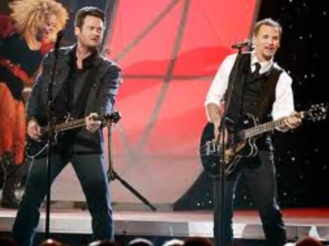 Blake Shelton and Kenny Loggins Footloose (Mashup)