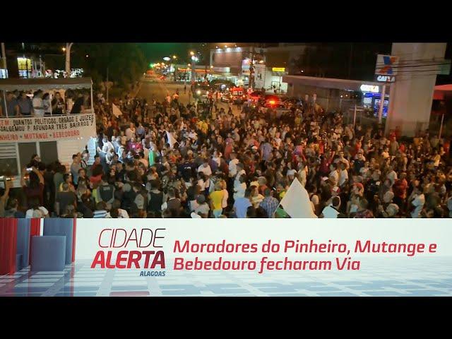 Moradores do Pinheiro, Mutange e Bebedouro fecharam Fernandes Lima nos dois sentidos